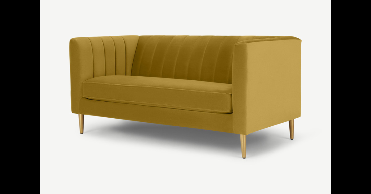 Amicie 2-Sitzer Sofa, Samt in Vintage-Gold - MADE.com