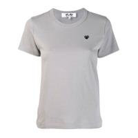 55576fc6e Comme Des Garçons Play Camiseta Com Bordado De Coração - Cinza ...